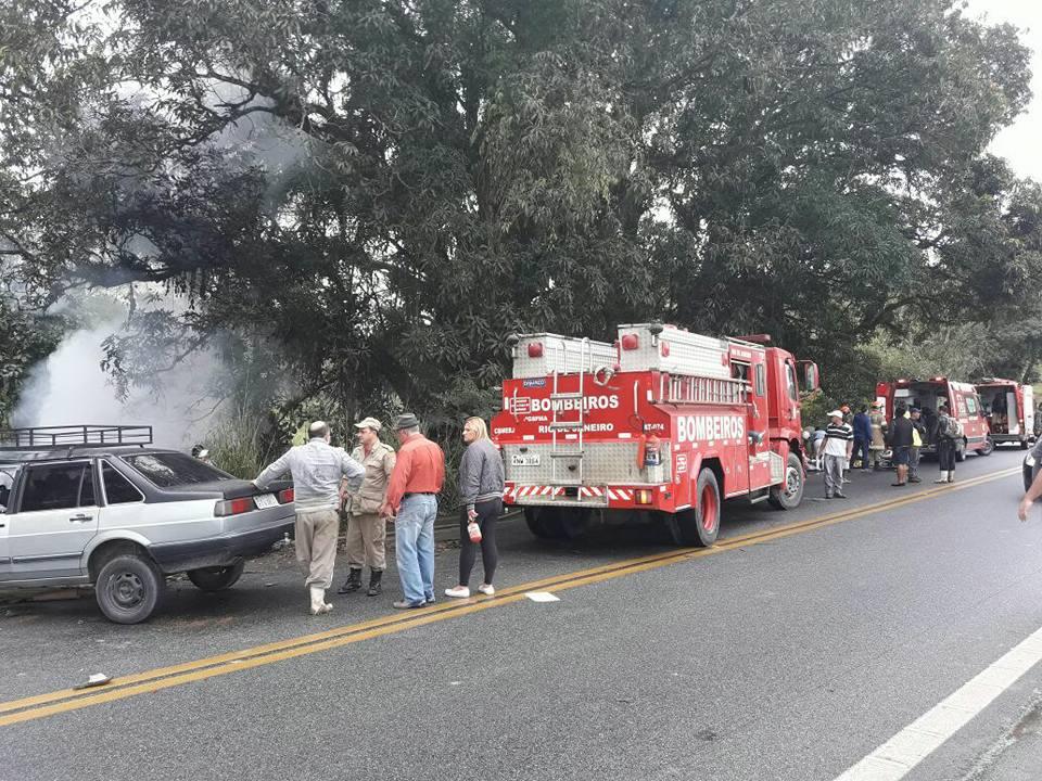 Corpo de Bombeiros realiza resgate das vítimas do acidente que matou Rodrigo Varanda. Foto: Reprodução