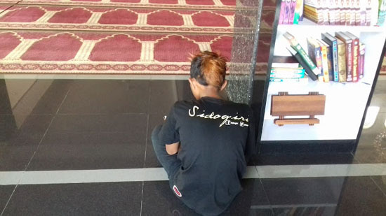 Foto Penjual Cilok Dandanan Preman Penghafal Al-Quran 25 Jus