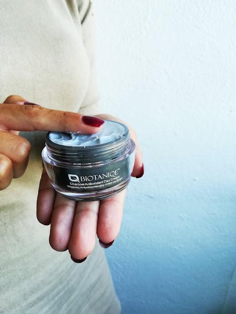 Węglowy antyoksydacyjny krem do twarzy na dzień - Biotaniqe