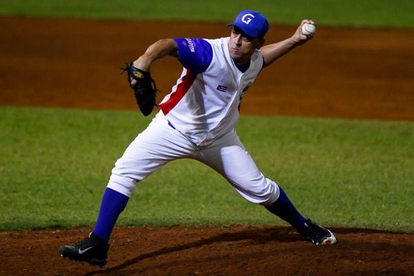 Con buena labor monticular del zurdo Leandro Martínez y feroz ofensiva de 19 hits, Orientales venció 10-3 a Occidentales y ganó este domingo la Serie Especial de Béisbol