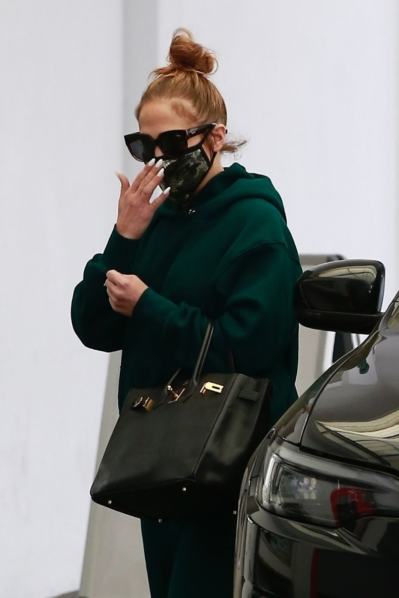 Jennifer Lopez Arrives at Dermatologist Appointment in Beverly Hills 19 Dec-2020