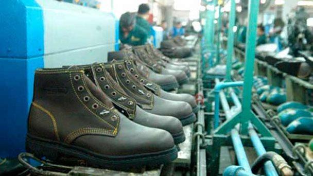 AÑO Y MEDIO tardan los venezolanos en promedio para comprarse un par de zapatos