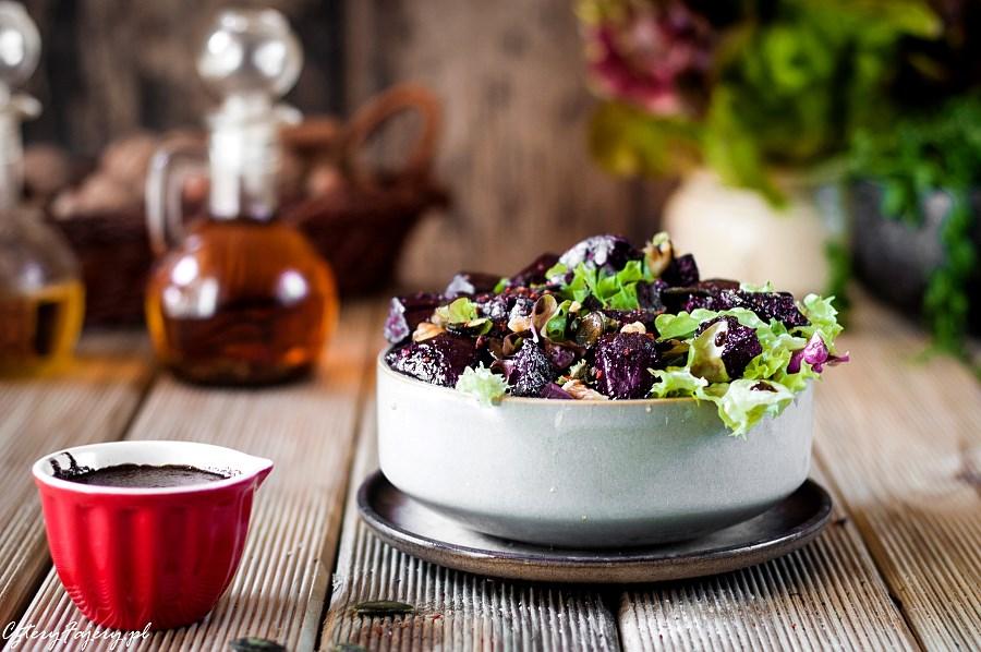 salatka-z-pieczonych-burakow-z-orzechami