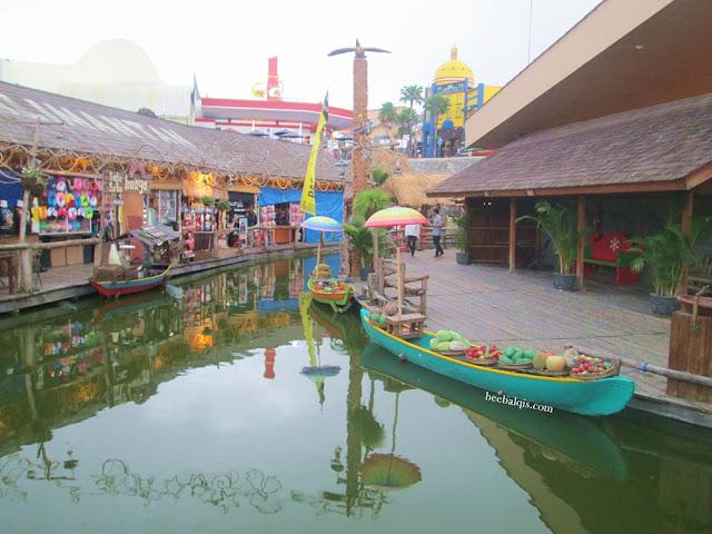 Pasar Apung dekat Museum Angkut
