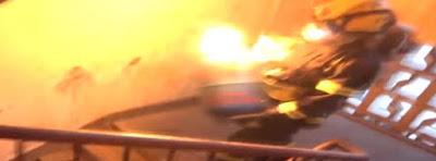 Bombero tanque de gas prendido en fuego