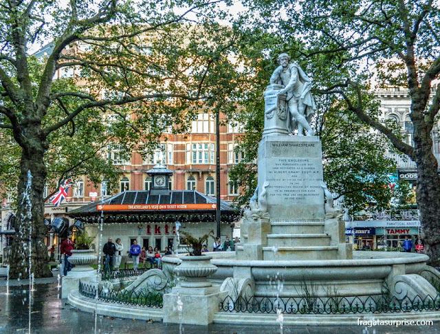Quiosque de ingressos com desconto e Leicester Square, Londres