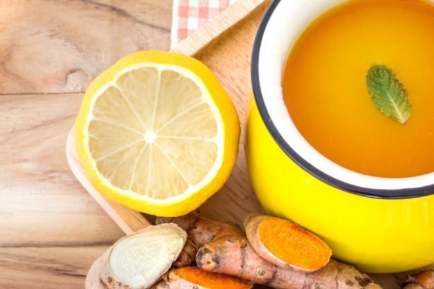 Benefícios: chá de gengibre, limão e açafrão melhorar o metabolismo