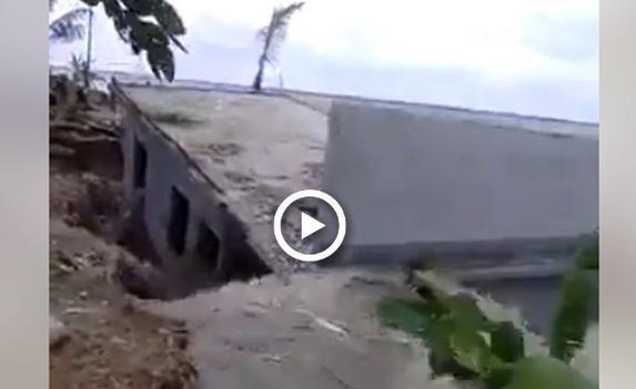 Mengerikan saat air laut melahap sebuah rumah besar, videonya bikin merinding