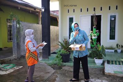 Riana Arinal Bagikan Masker kepada Masyarakat Metro dan Lampung Timur