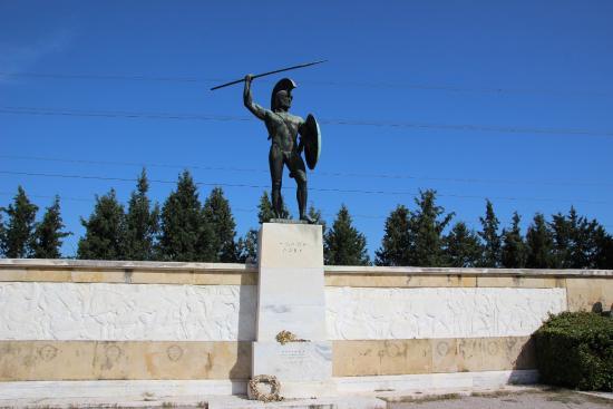 Θερμοπύλες: Βεβήλωσαν το μνημείο του Λεωνίδα (φωτο)