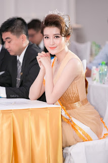 Huyền My Glamour Beauty in her silk dress