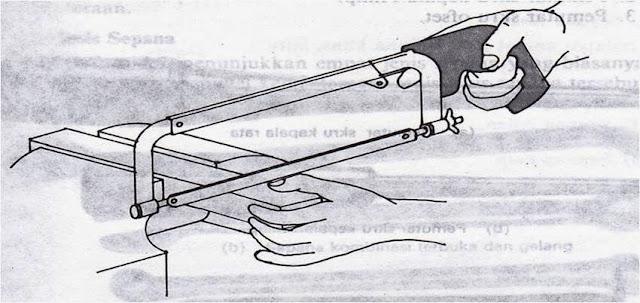 Perbedaan Gergaji Tangan dengan Gergaji Besi
