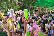 Michaela Elsiana Paruntu Berikan Bantuan Kedua Sekolah Di Desa Tangkuney
