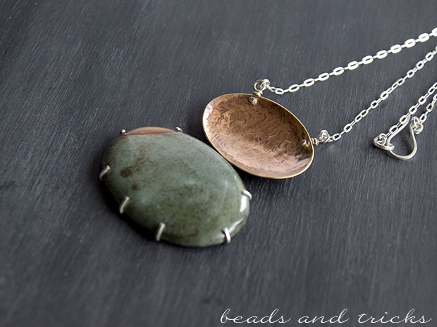 Collana in ottone, diaspro e argento