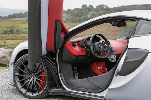 2016 New McLaren 570GT UK interior