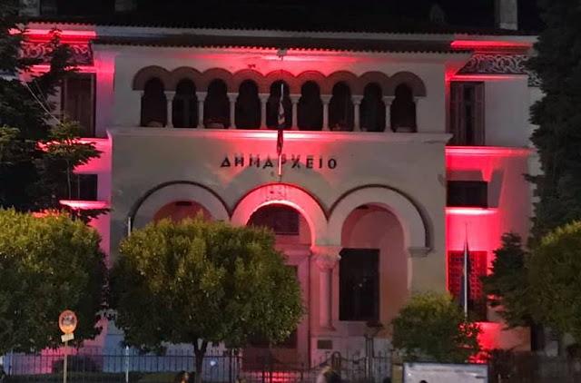Γιάννενα: Γενοκτονία των Ποντίων...Με κόκκινο χρώμα φωτίστηκε το δημαρχείο των Ιωαννίνων