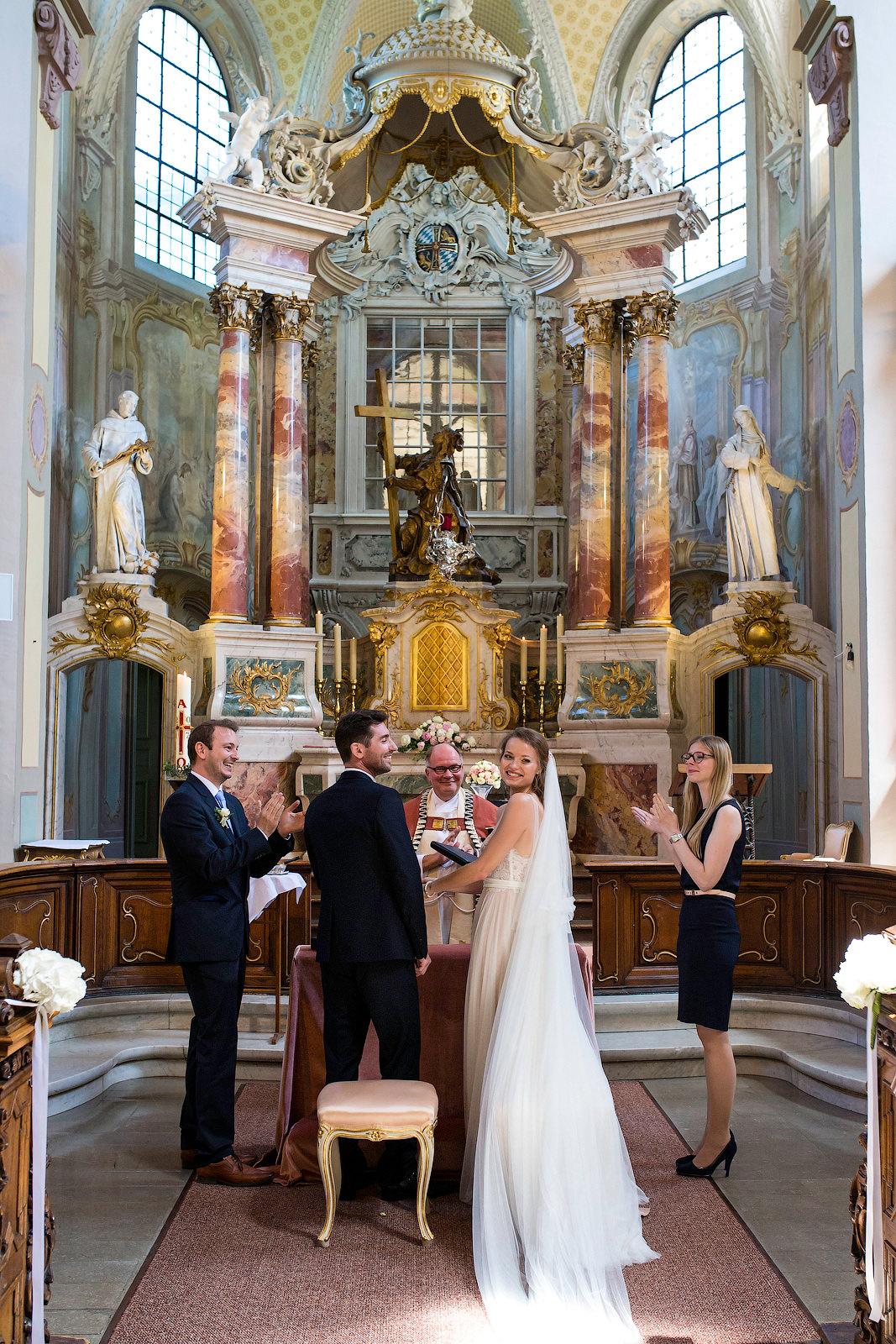 Hochzeit feiern im La Redoute in Bonn, mit Trauung in der Kreuzbergkirche.