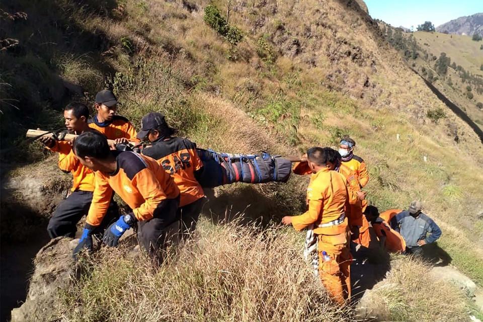 evakuasi tim sar di gunung