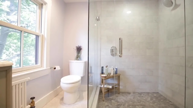 Glass shower doors in the bathroom