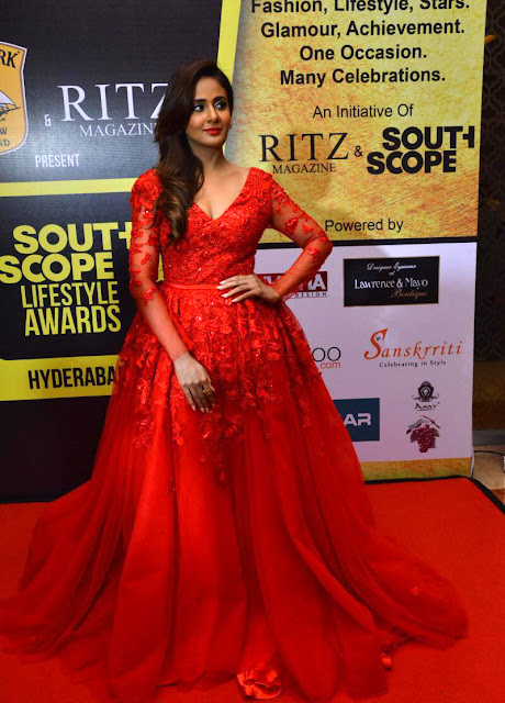 Parul Yadav at South Scope Life Style Awards 2016 Pics