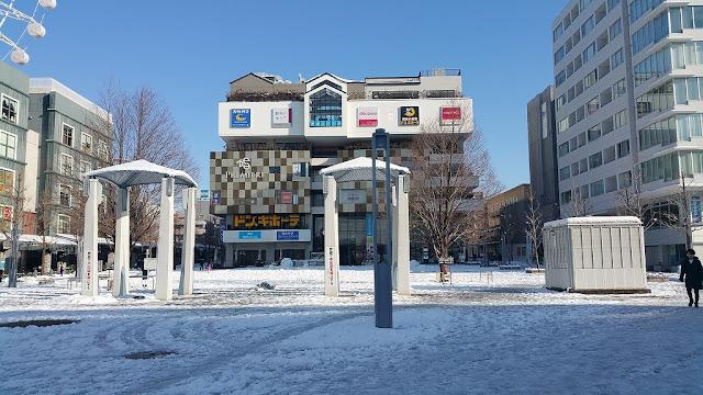 センター北駅前広場も雪景色