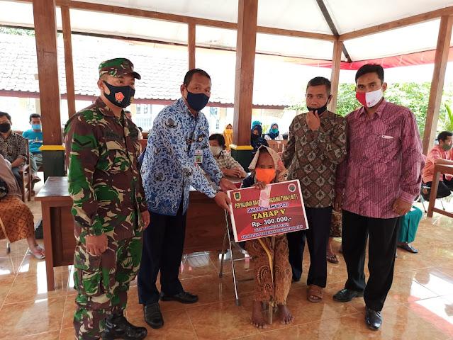 Babinsa Prambanan Dampingi penyaluran BLT DD