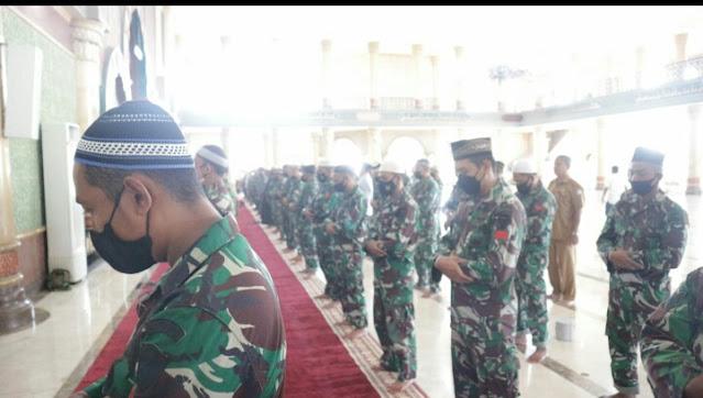 53 Prajurit KRI Nanggala - 402 Dinyatakan Gugur, Kodim Aceh Barat Dan Masyarakat Melaksanakan Sholat Ghaib Di Masjid Agung Baitul Makmur