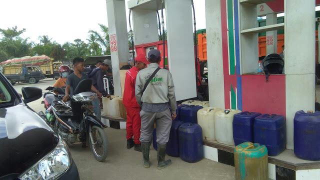 Pegawai SBPU di Tanjungbalai jual BBM bersubsidi hingga ratusan jerigen.