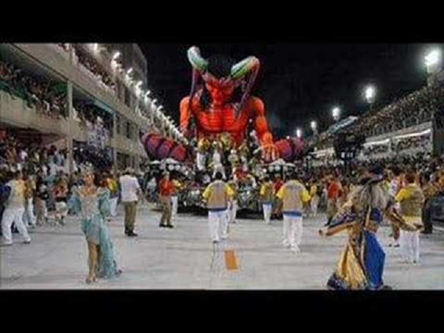 Deus Humilha o diabo no carnaval