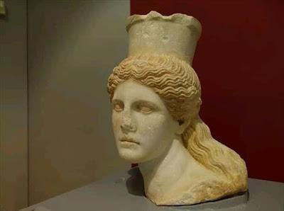 Η κεφαλή της Σφίγγας από τον Τύμβο Καστά στο Μουσείο της Αμφίπολης
