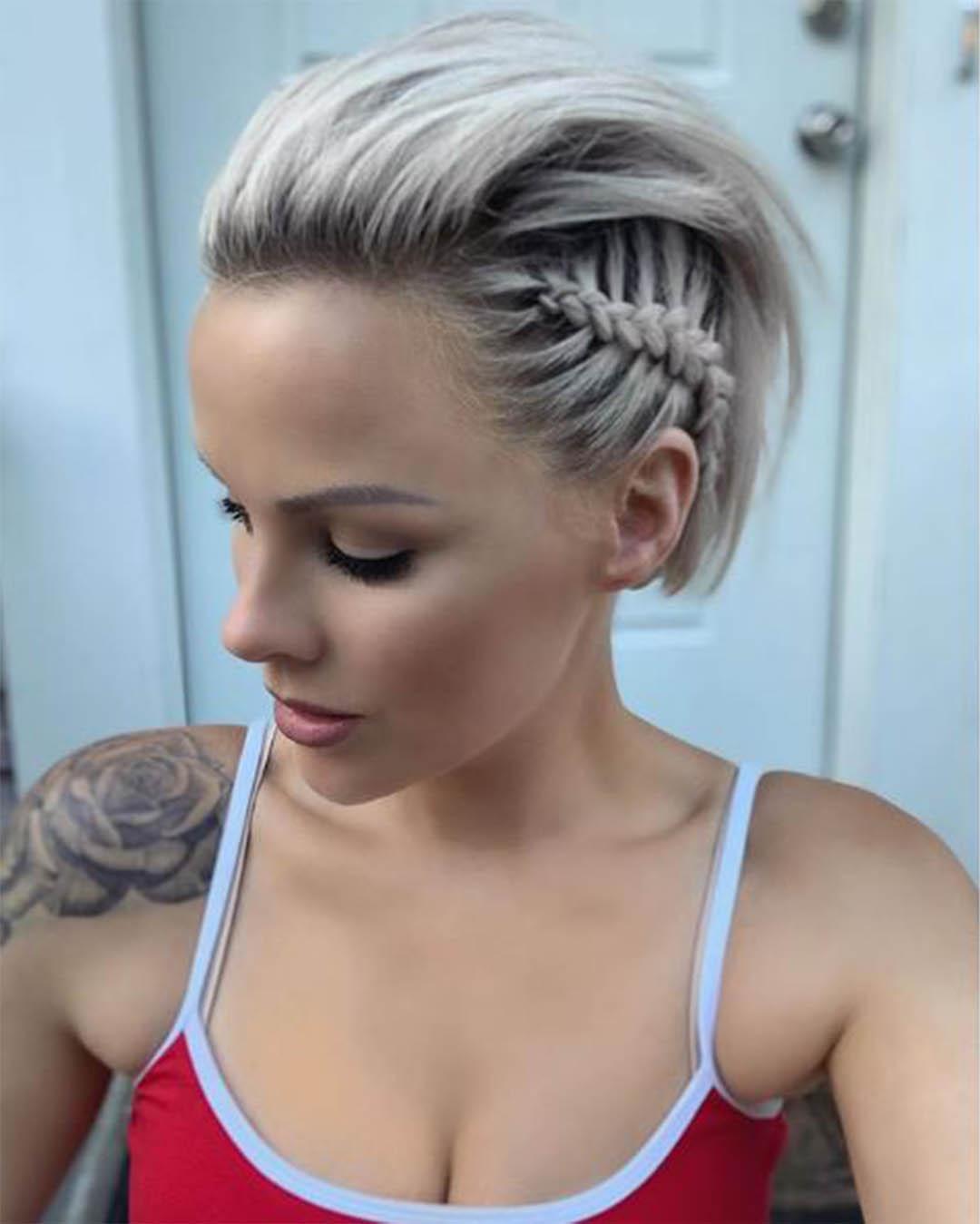 Un look impactante con peinados con el pelo corto Imagen de cortes de pelo estilo - Ideas de peinados para CABELLO CORTO con TRENZAS - ElSexoso
