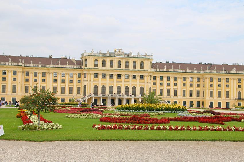 Schloss Schönbrunn, Hinterseite