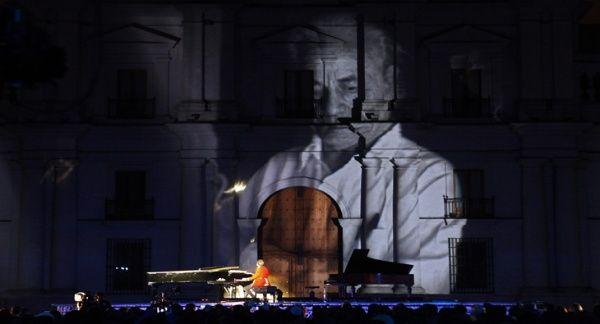 Restos del poeta chileno Nicanor Parra son velados en Santiago