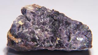 antozonite, mineral com cheiro