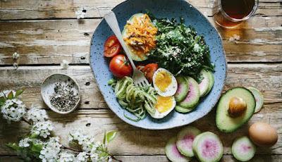 Ilustrasi pola makan untuk asam urat