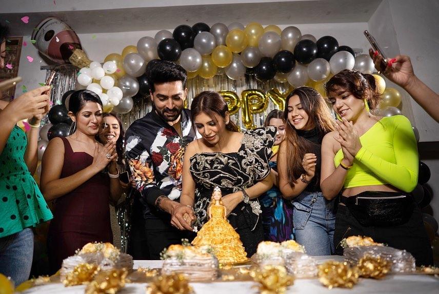 Cake-Cutting-With-My-Lovelies-Neha-Adhvik-Mahajan