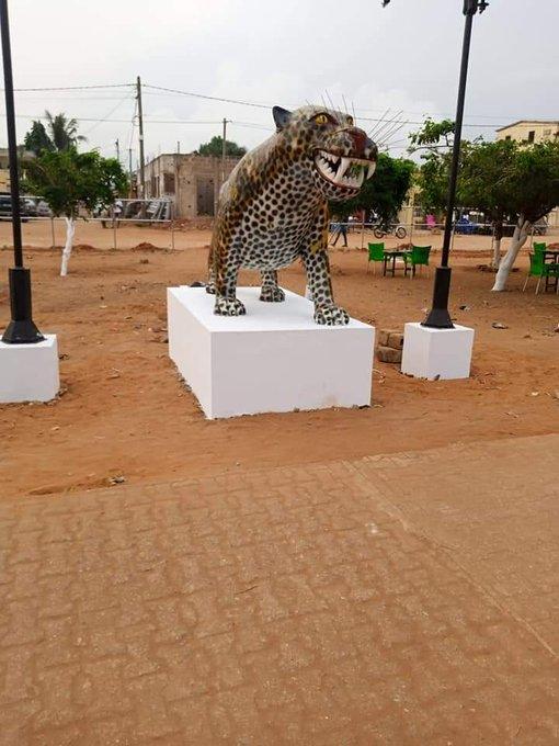 Ces statues répulsives du Maire Aboka