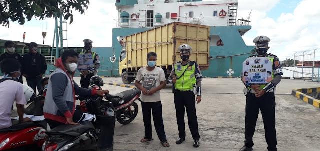 Upaya Penerapan Prokes Dan Jaga Kamtibmas, Sat Lantas Polres Kotim Patroli Kawasan Pelabuhan