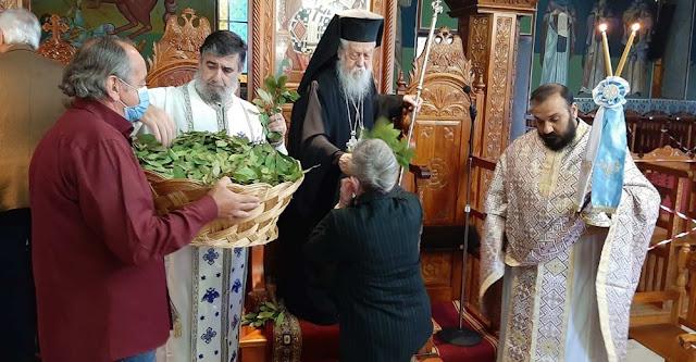 Στον Ιερό Μητροπολιτικό Ναό Αγίου Δονάτου Παραμυθιάς εορτάσθηκε και εφέτος η θριαμβευτική είσοδος του Κυρίου μας στα Ιεροσόλυμα.
