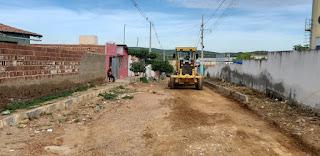 Em Picuí, administração municipal inicia pavimentação de mais uma rua no bairro Cenecista