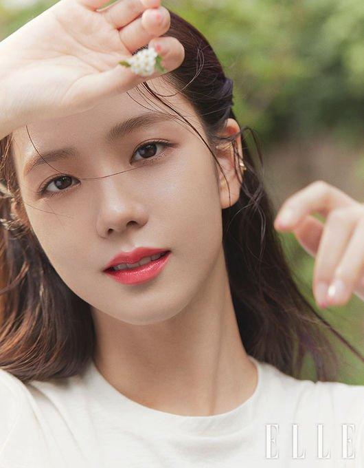 Jisoo 'Elle' fotoğraf çekiminde masum güzelliğini sergiledi