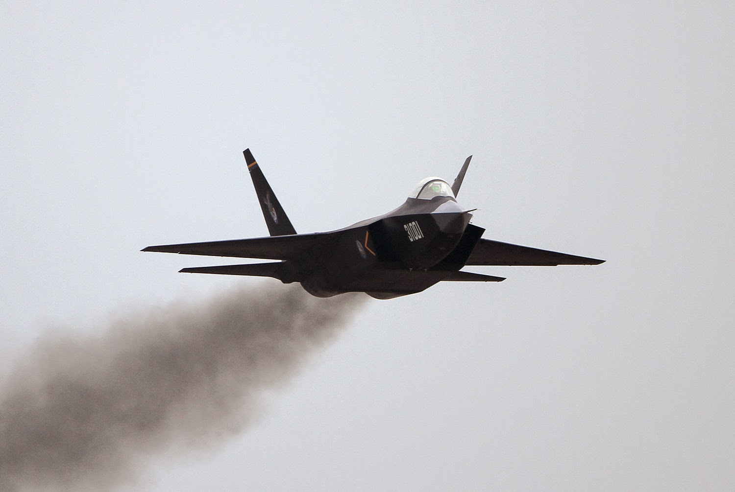 Some photos of the J-31 fighter jets show their engines