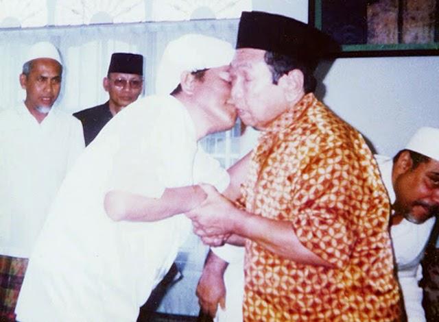 Guru Sekumpul dan Gus Dur, Dua Waliyullah Abad 21