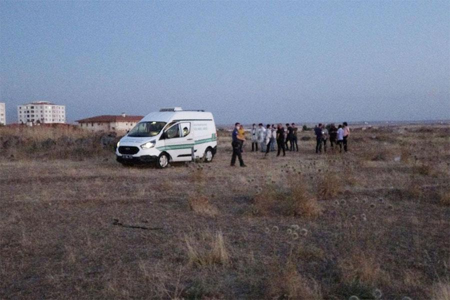 diyarbakir-500-evlerde-bos-arazide-erkek-cesedi-bulundu