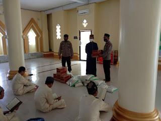 Sambangi Pondok As'adiyah Sengkang, Sat Binmas Polres Wajo Salurkan Bantuan Dan Siraman Rohani