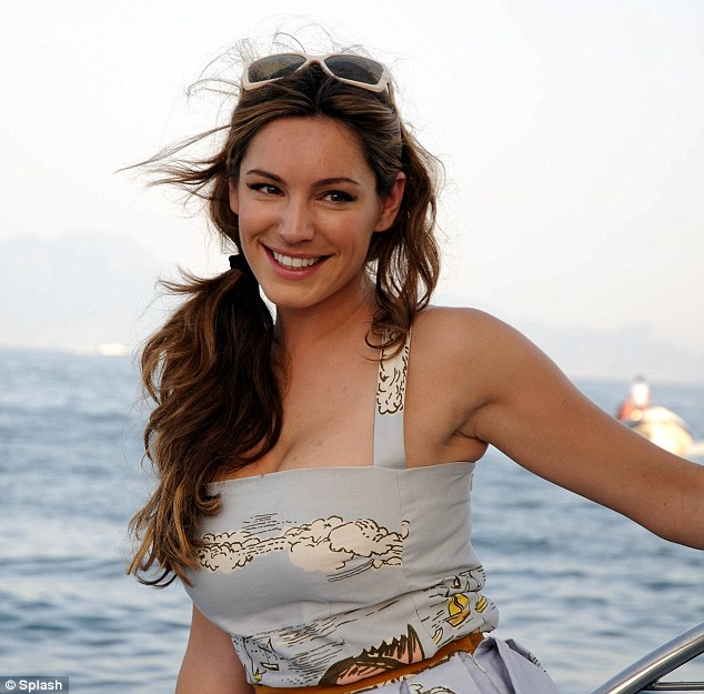 Kelly Brook Holiday in Naples