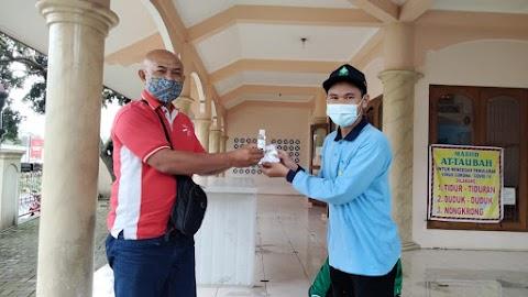 Cegah Penyebaran Covid-19 : KKN UIN Walisongo Adakan Pembagian Paket Kesehatan di Wates