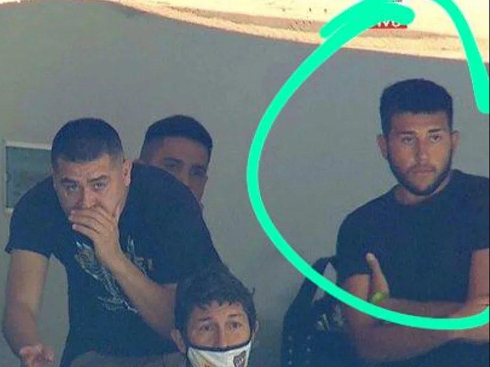 Escándalo en Boca: el hijo de Riquelme no hizo la cuarentena y estuvo en el palco durante el Superclásico