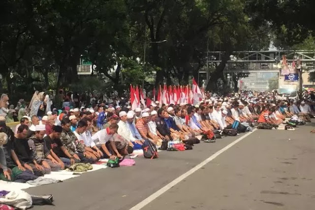 Kecewa Ditolak MK, Pendukung Minta Prabowo - Sandiaga Dirikan Bank Sendiri