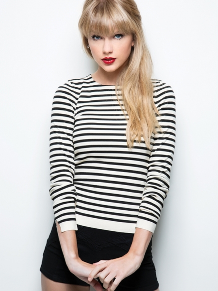 What is taylor swift 2 favorite colors